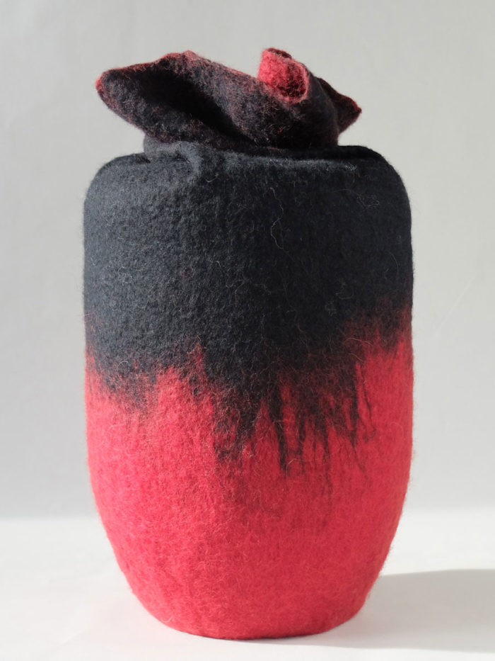 Schmuckurne rot schwarz