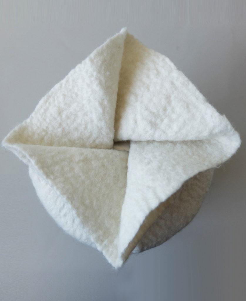 Faltverschluss einer individuellen Urne aus Filz